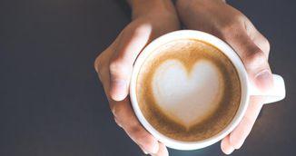 De ce sa-ti pui suc de lamaie in cafea. Nu te-ai gandit ca poti face asta