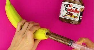 A pus crema de ciocolata intr-o seringa, apoi a injectat-o intr-o banana! Vei incerca si tu asta!