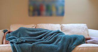 Pozitia de somn a unei femei spune multe despre ea! Sigur nu stiai asta!