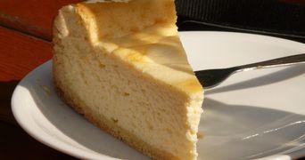 VIDEO! Cel mai usor cheesecake, gata in 15 minute! Ai nevoie de trei ingrediente!