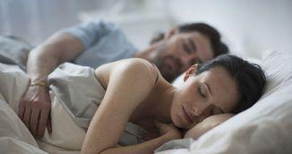Ce spune pozitia in care dormi alaturi de partener despre relatia voastra