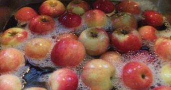 Sigur nu stiai: cum scapi de pesticidele de pe fructe si legume. Truc simplu