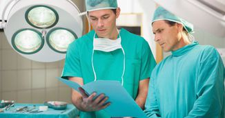 De ce opereaza chirurgii doar in haine verzi si albastre! Explicatia te va soca!