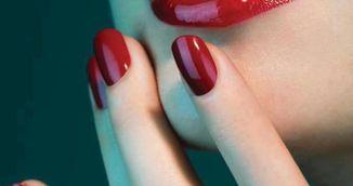 Cel mai tare truc de frumusete - Cum sa faci ca unghiile tale sa aiba aceeasi culoare ca rujul