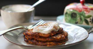 Cum sa faci cele mai bune clatite de cartofi dulci din doua ingrediente!