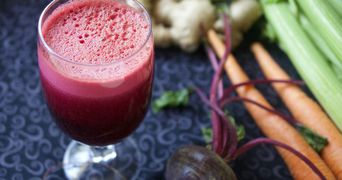 Bautura cu vitamine care iti curata corpul de toxine. Iti intareste imunitatea de la prima inghititura