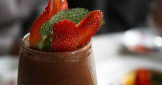 Reteta dulce pentru dieta: crema cu ciocolata si fructe de padure