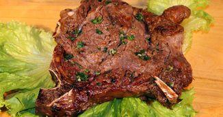 Vrei sa prepari o friptura de vita moale si delicioasa? Trucul asta face minuni pentru carnea ta!