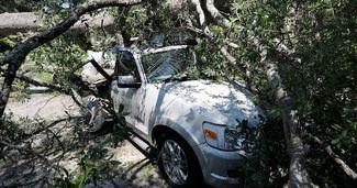 Soluția miraculoasă prin care și-a salvat mașinile din calea uraganului Dorian