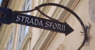 Brașovul găzduiește cea mai îngustă stradă din Europa de Est