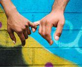 Cele patru zodii care adora sa-si tina partenerul de mana