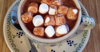 Ciocolata calda cu vin - reteta care iti va transforma serile reci de iarna!