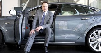 Elon Musk a ajutat o cântăreață celebră să-și repare mașina