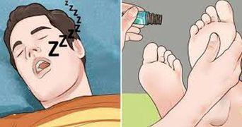 Cel mai eficient tratament pentru insomnii: maseaza-ti picioarele cu acest ulei