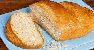 Cum sa tai paine fara sa umpli masa de firimituri? Nimeni nu stia trucul asta