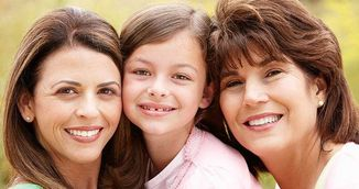 Sigur nu stiai asta! Uite de ce femeile frumoase nasc mai multe fiice!