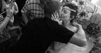 Imaginea care iti va frange inima! Femeia asta s-a casatorit cu iubirea vietii ei cu cateva zile inainte sa moara!