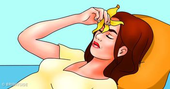 Ai dureri de cap insuportabile? Pune-ti o coaja de banana pe frunte