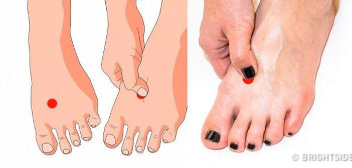 Tratamentul ciupercilor pe picioare între degetele picioarelor acidului boric.