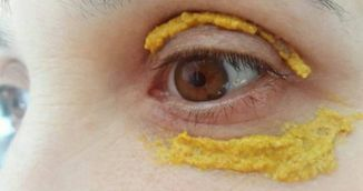 Femeia asta si-a aplicat turmeric in jurul ochilor. N-ai sa crezi ce s-a intamplat dupa 5 zile