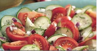 De ce sa nu mai pui niciodata rosii si castraveti in aceeasi salata! Nimeni nu stia asta!