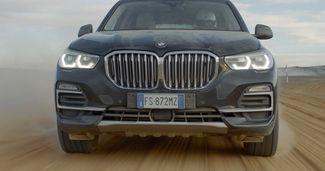Monza în deșert – Noul BMW X5 se transformă în mașină de curse