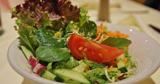 Mananci salata la punga? Te poti imbolnavi grav! Uite de ce!