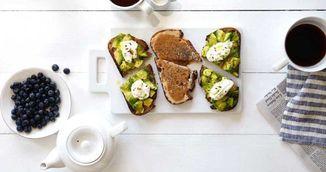 Mic dejun bogat in proteine: avocado cu iaurt si lime!