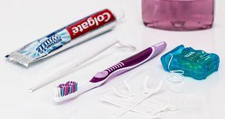 Adevarul despre dungile colorate de pe tuburile de pasta dinti! Ce sunt de fapt!