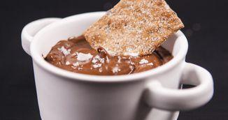 Mousse de ciocolata si avocado - invata sa faci un desert sanatos si rapid!