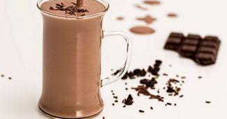 Bautura cu ciocolata care topeste kilogramele in plus! Sigur nu stiai ca ai voie sa consumi asa ceva cand esti la dieta!