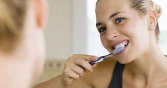 Cum sa-ti faci pasta de dinti cu ciocolata. Este la fel de eficienta ca pasta de dinti normala